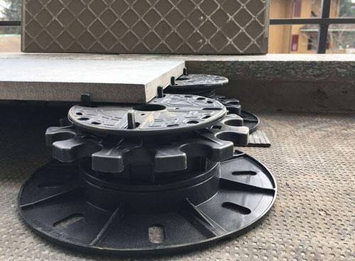 LevellingtTiles using StrataRise pedestal supports